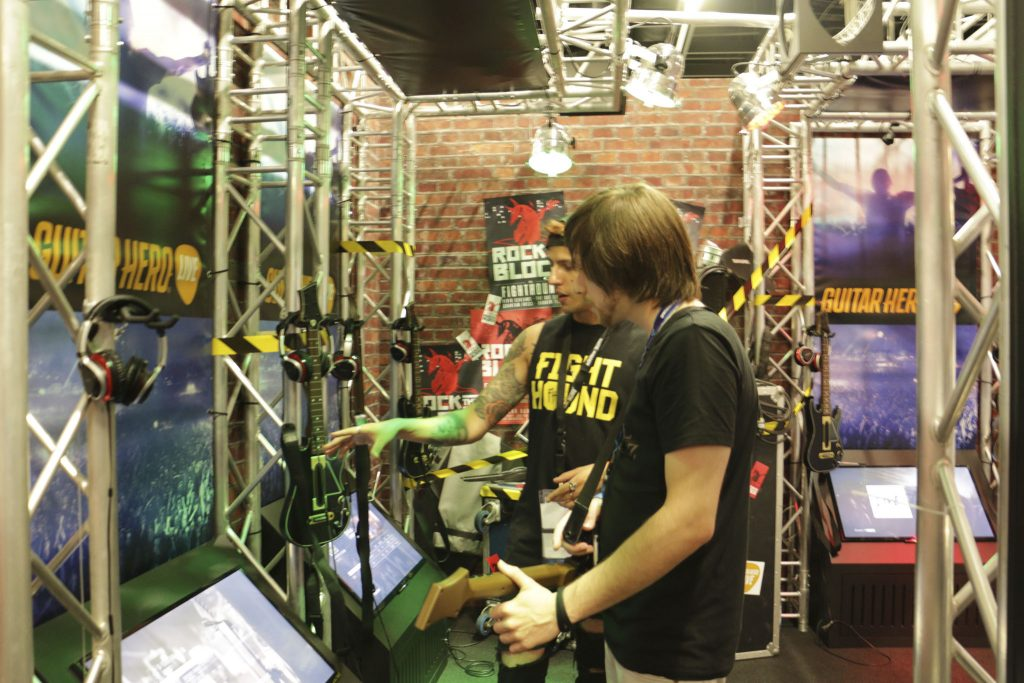 Activision gab dem Guitar Hero Live-Booth den richten Rock-Flair. ©Lina Berehi